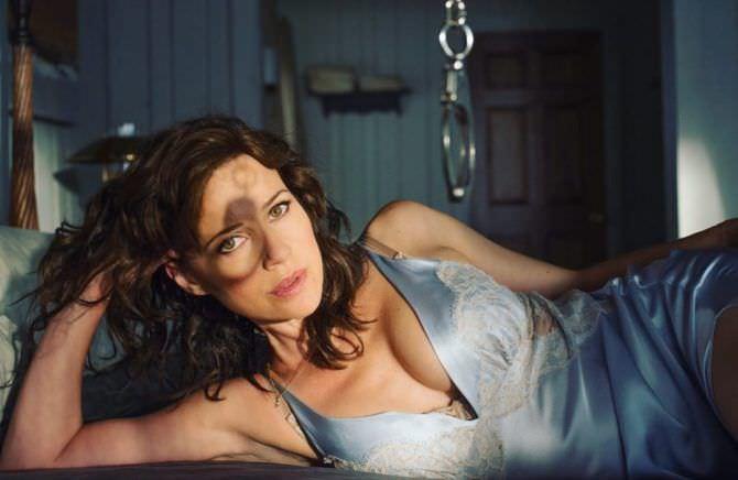 Карла Гуджино фото в голубой сорочке