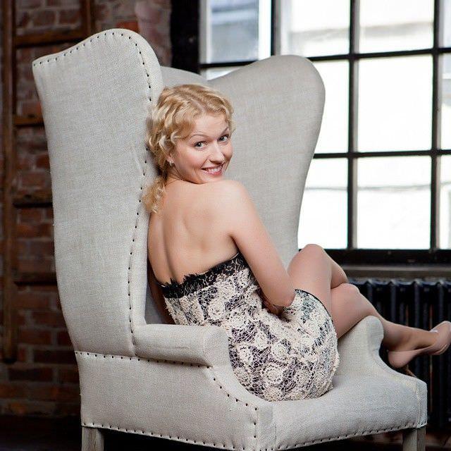 Виктория Герасимова фотосессия в красивом платье