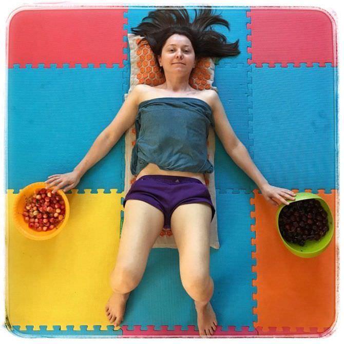 Валентина Рубцова фото в пижаме на коврике