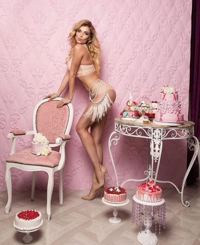 Татьяна Котова фото в белье с тортами