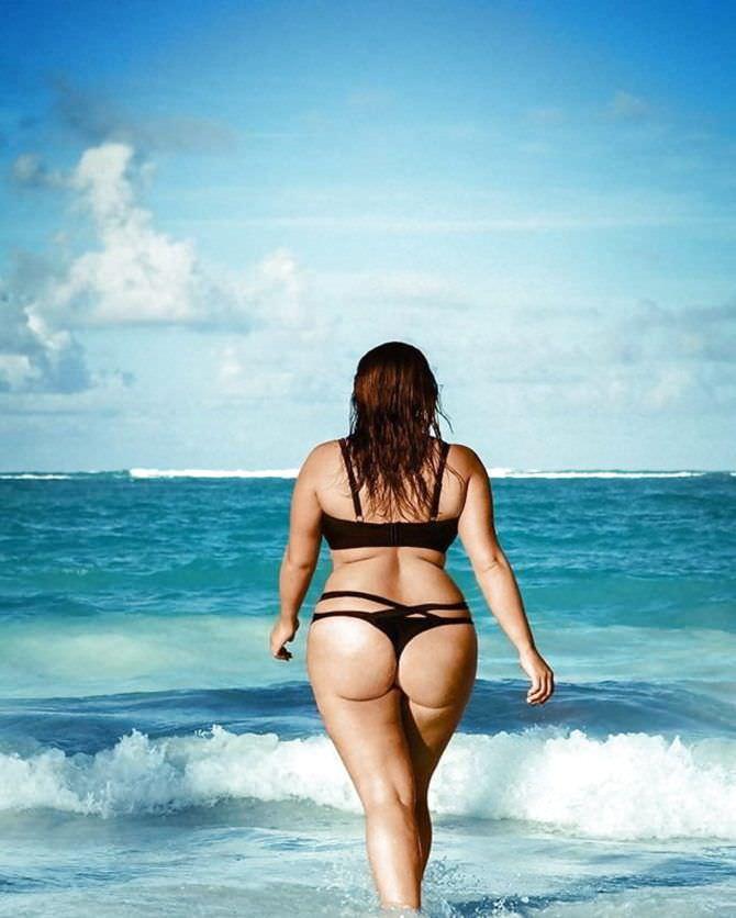 Рима Пенджиева фото в купальнике со спины