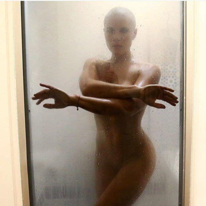 Марина Вовченко фото в душе