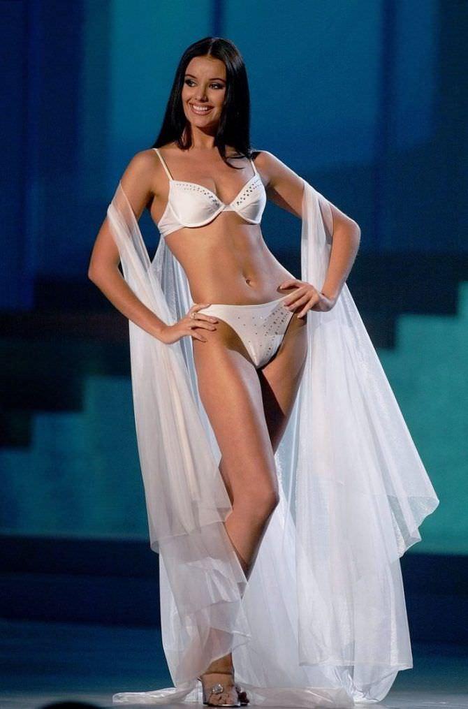 Оксана Фёдорова фото в белом купальнике на конкурсе