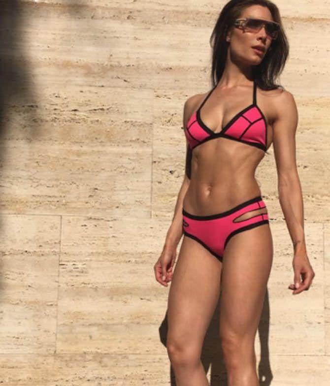 Пилар Рубио фото в розовом купальнике