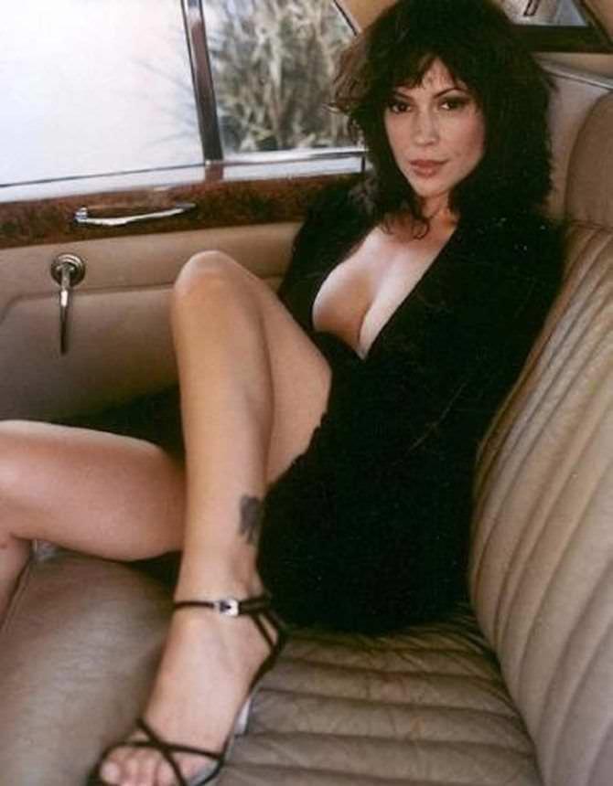 Алисса Милано фото на заднем сидении