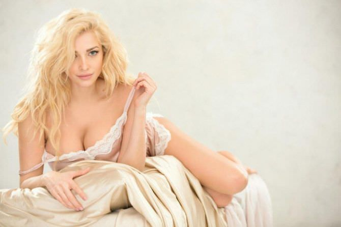 Татьяна Котова фотография в пижаме на кровати