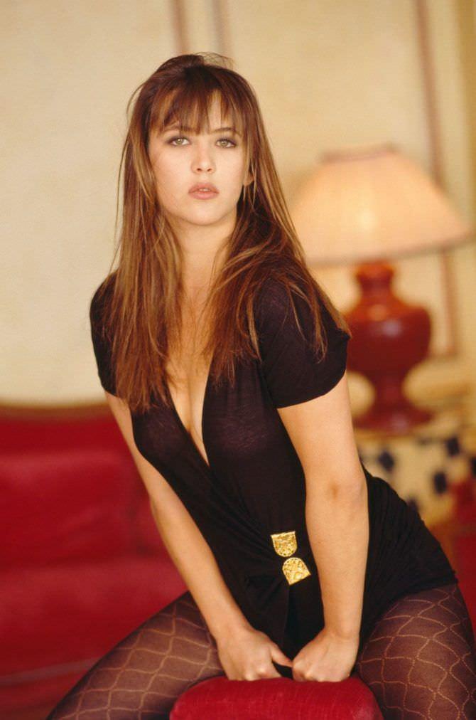 Софи Марсо фото в чёрном платье
