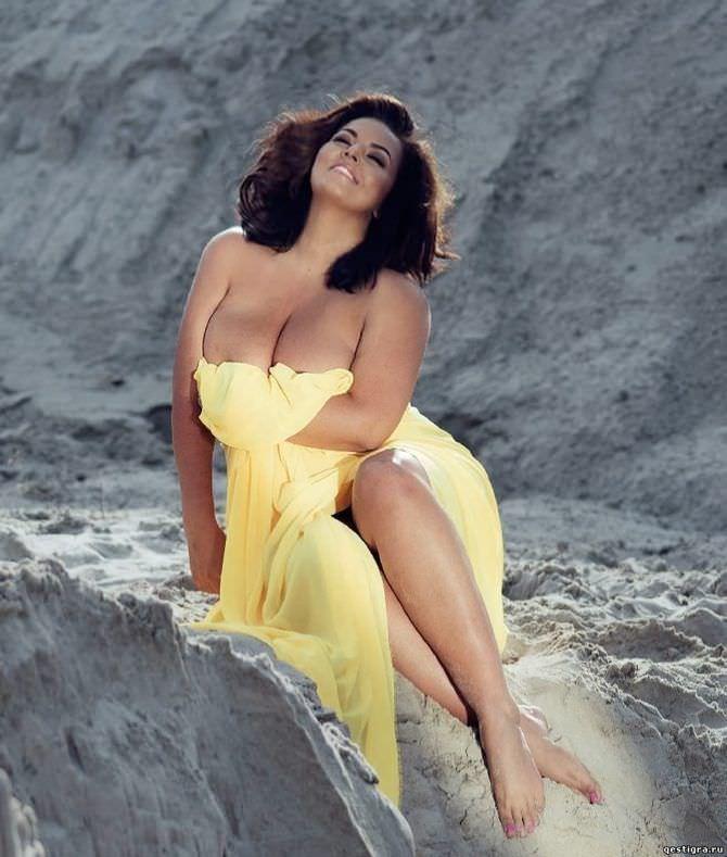 Рима Пенджиева фотография в жёлтом платье