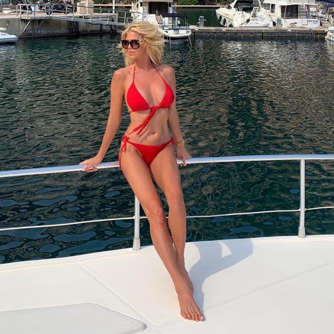 Виктория Сильвстедт фото в красном бикини в иснтаграм