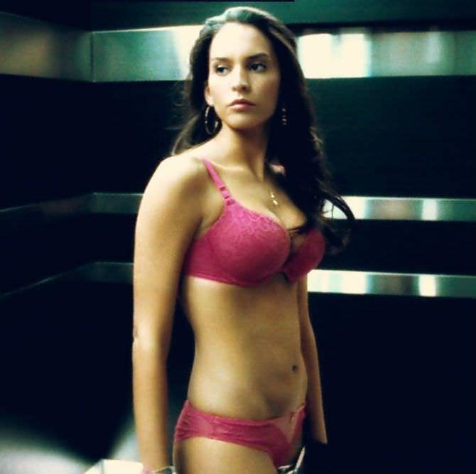 Дженезис Родригез кадр из фильма в белье