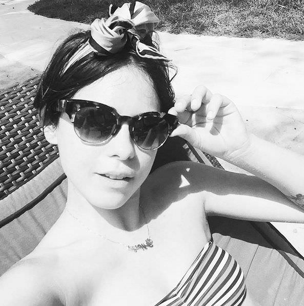 Роза Салазар фото в бикинив инстаграм