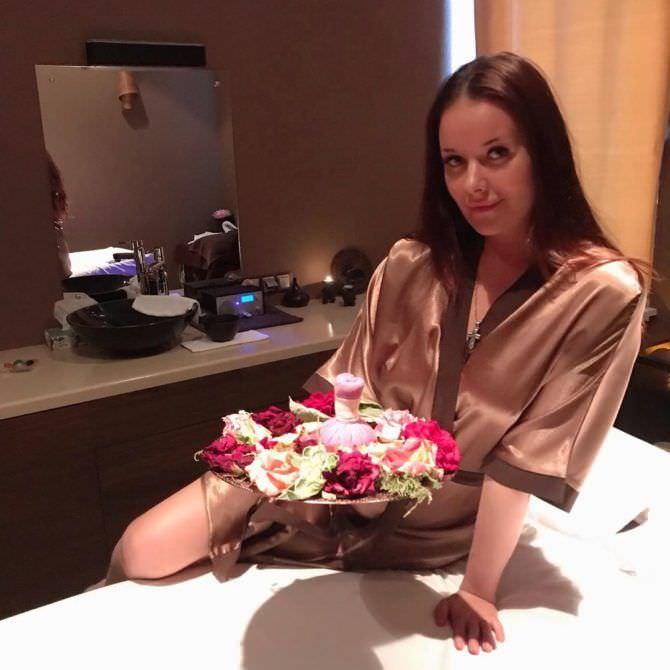 Оксана Фёдорова фото в халатике