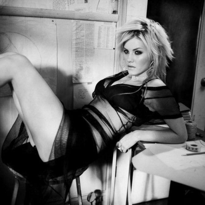 Элиша Катберт фото в прозрачном платье