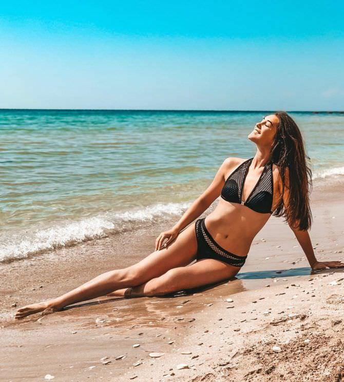 Василиса Даванкова фото на пляже в инстаграм