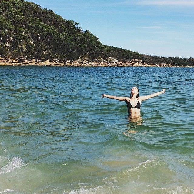 Алисия Дебнем-Кери фото в море