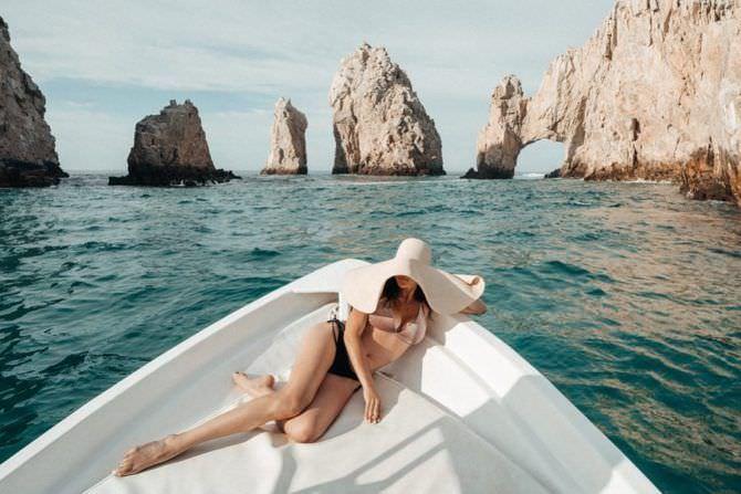 Инбар Лави фото на лодке