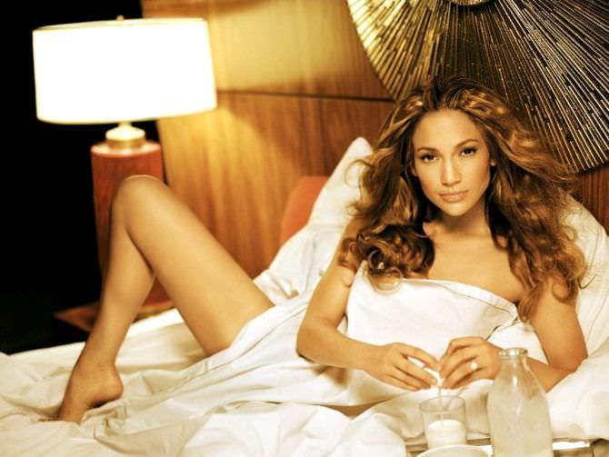 Дженнифер Лопес фотография в постели
