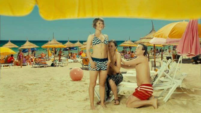 Анна Кузина кадр из сериала на пляже