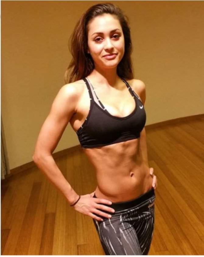 Линдси Морган фото в спортзале