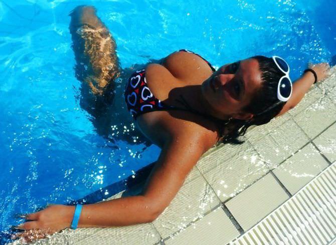 Рима Пенджиева фотография в бассейне