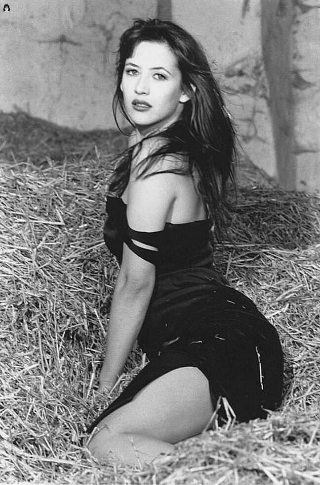 Софи Марсо красивое фото на сеновале