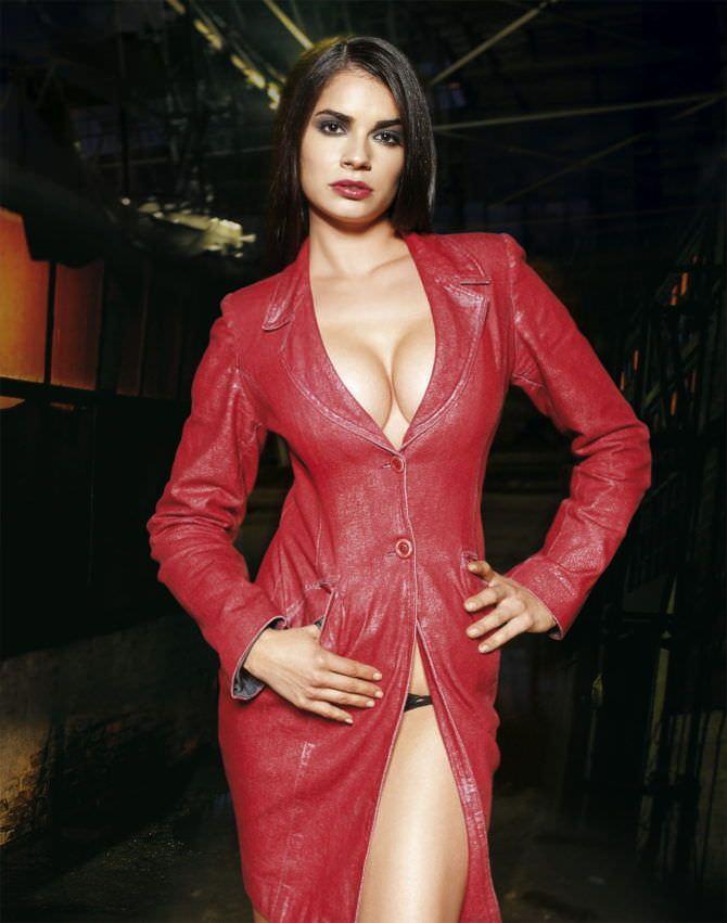 Мария Каран фотография в красном платье