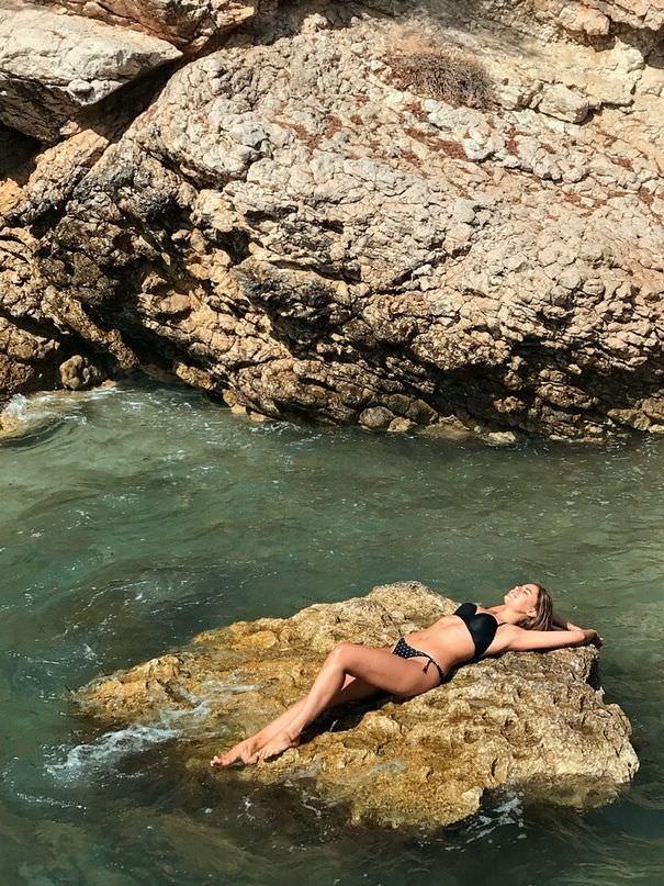 Маргарита Аброськина фотография в чёрном купальнике