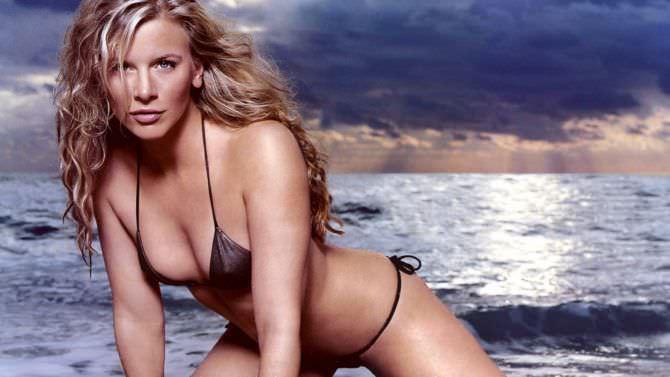 Ева Хаберманн фотосессия в бикини на пляже