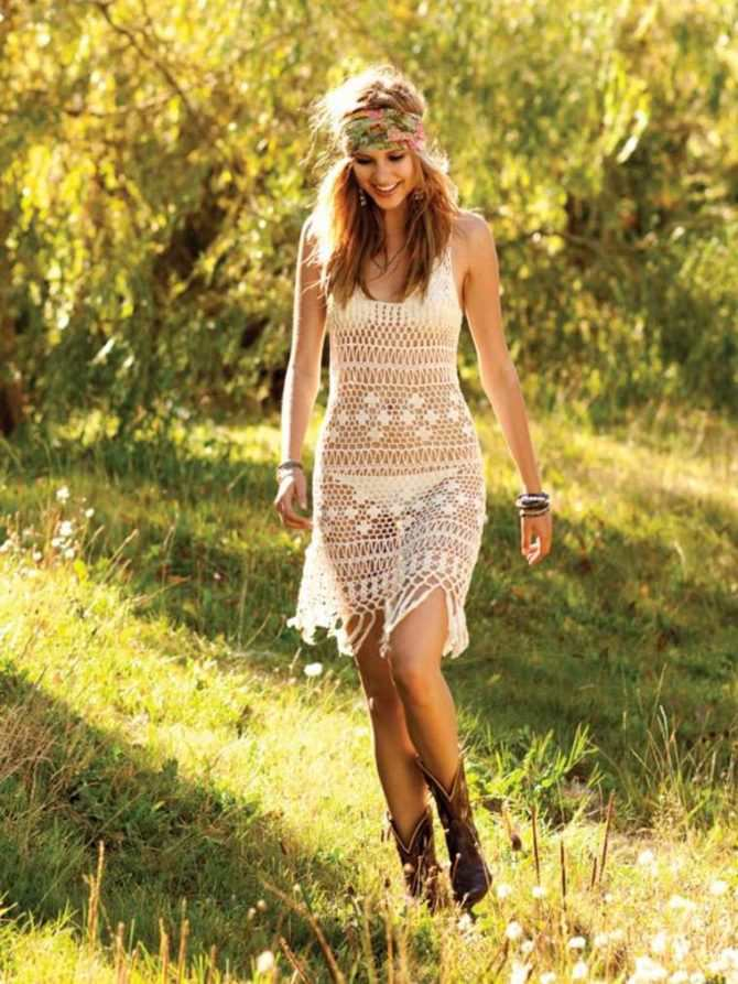 Алексия Фаст фото в ажурном платье