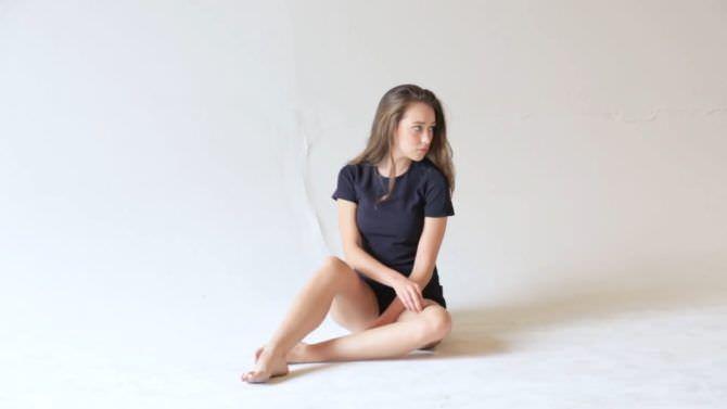 Алисия Дебнем-Кери фото в футболке