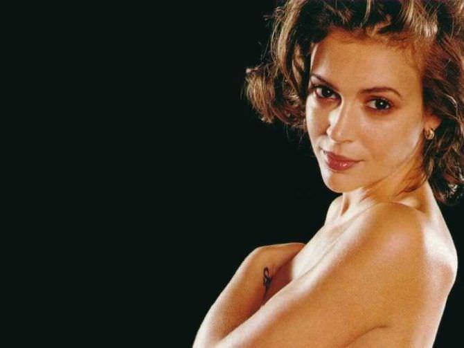 Алисса Милано фото топлесс в молодости