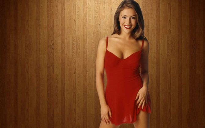 Алисса Милано фото в коротком красном платье