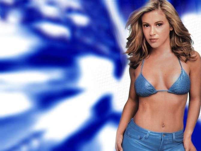 Алисса Милано фото в голубом бикини