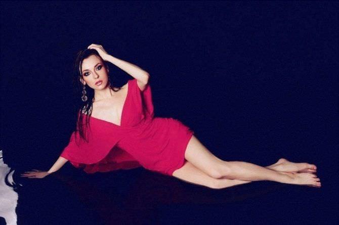 Анастасия Иванова фотосессия в красивом платье