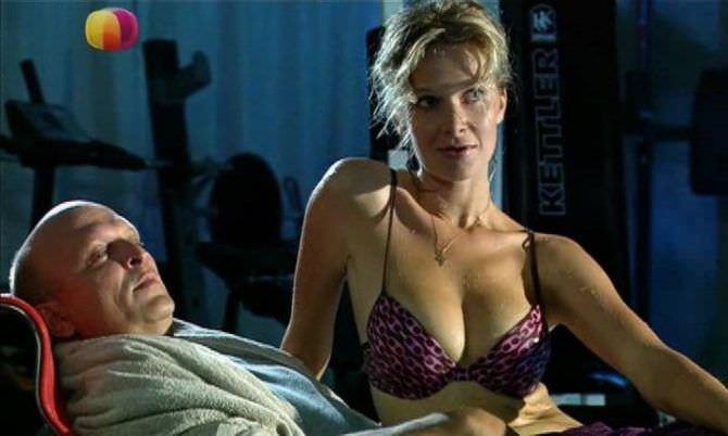 Александра Флоринская кадр из фильма в бассейне