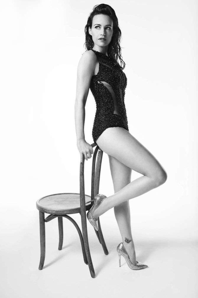 Карла Гуджино фото со стулом