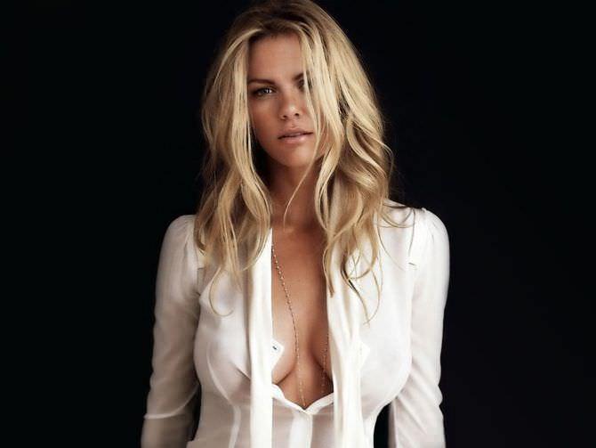 Бруклин Деккер фотография в блузке