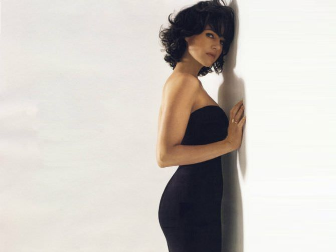 Карла Гуджино фото в чёрном платье