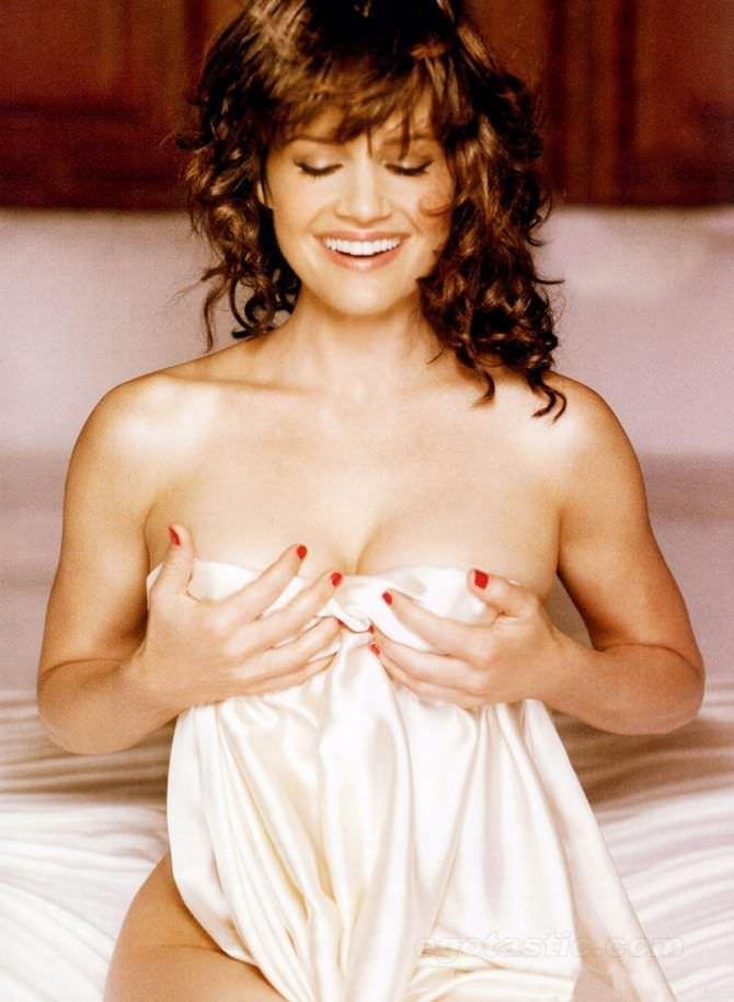 Карла Гуджино фотография без одежды в журнале