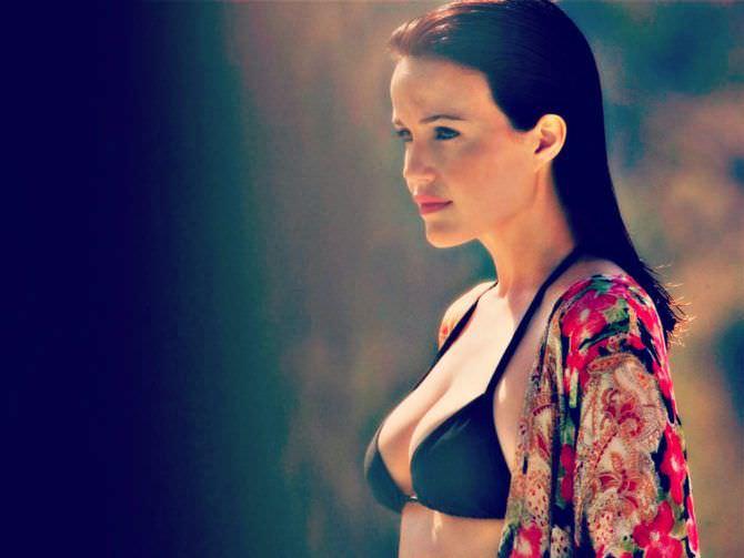 Карла Гуджино фото в чёном бикини
