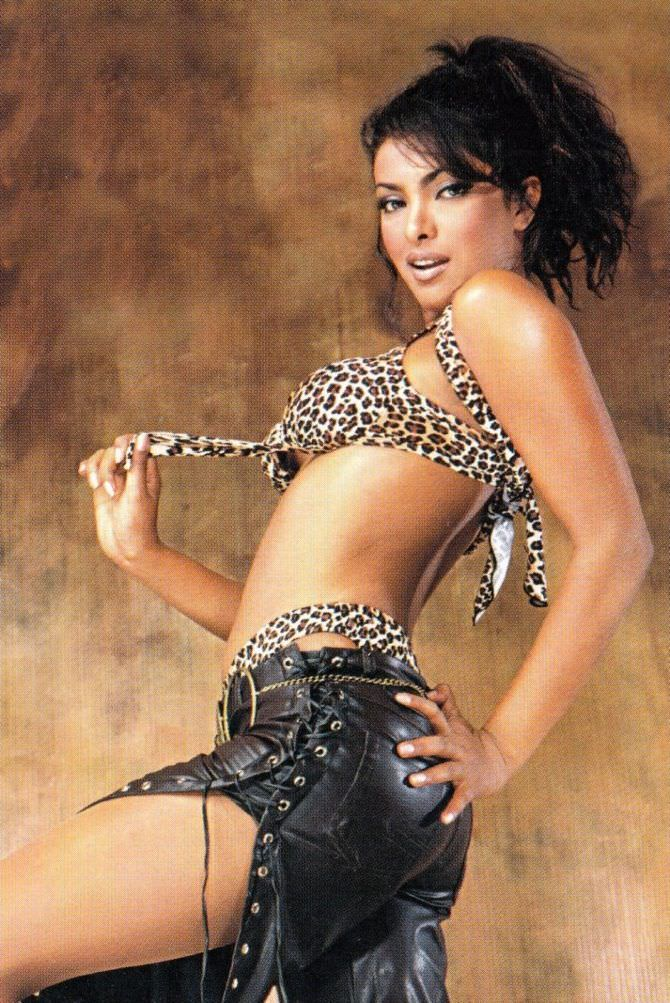 Приянка Чопра фото в леопардовом купальнике