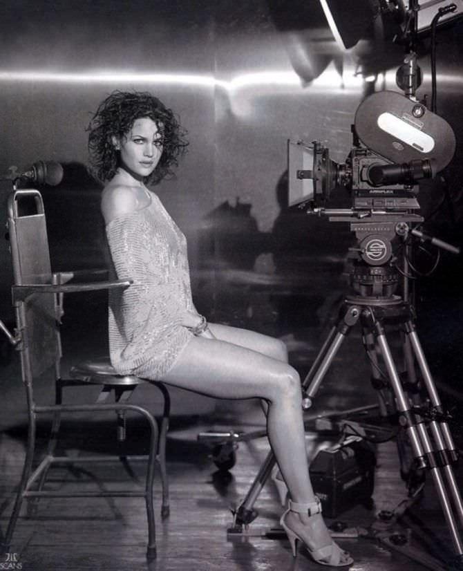 Карла Гуджино фотов коротком платье