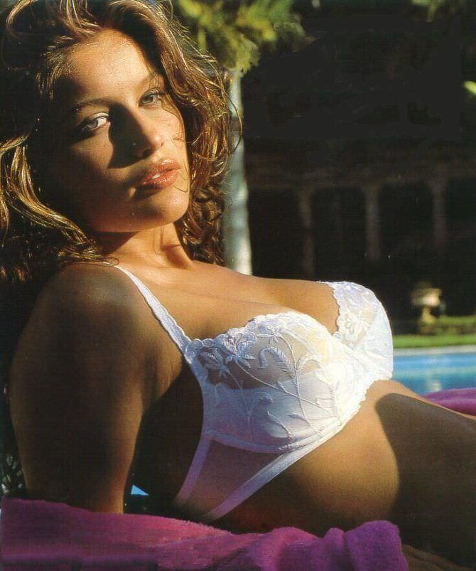 Летиция Каста фотография в белом нижнем белье