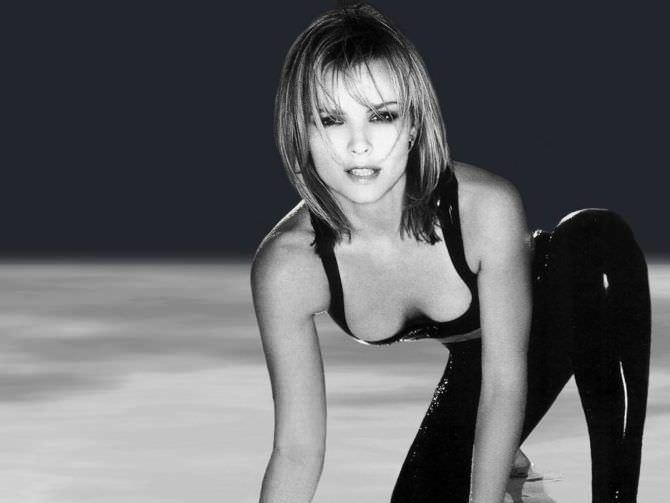 Дина Мейер фото в чёрном костюме