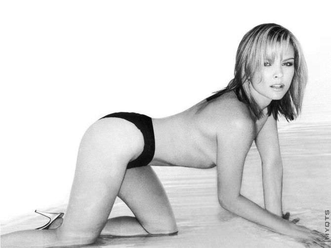 Дина Мейер чёрно-белое фото в плавках