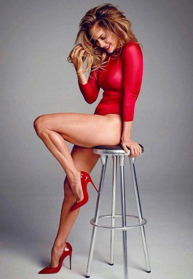 Дженнифер Лопес фото в красном боди