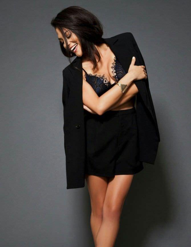 Инбар Лави фотография в чёрном пиджаке