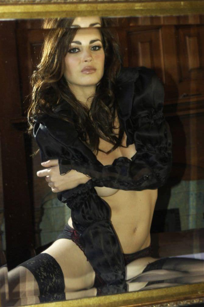 Танит Феникс фото в белье и блузке