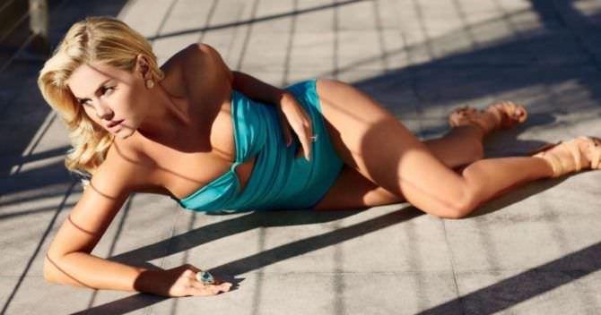 Элиша Катберт фотосессия в бирюзовом купальнике