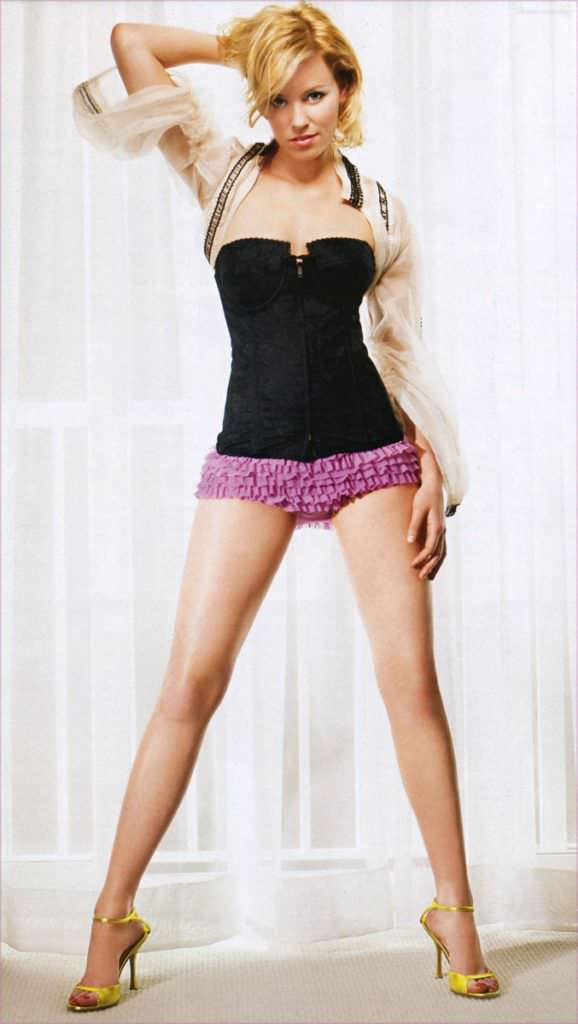 Элизабет Бэнкс фото в кружевных трусах